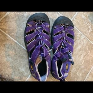 Womens Keen Sandals lavender color size 6